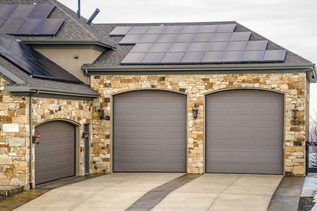 Fachadas de casas con acabados naturales
